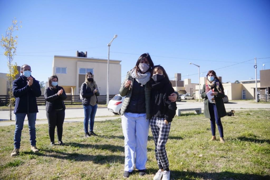 Marcos Pisano entregó las llaves de 11 viviendas a familias bolivarenses, en el Complejo Urbanístico PROCREAR