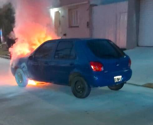 Se registró este sábado, el incendio parcial en un vehículo
