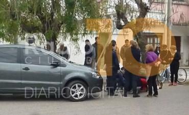 Una mujer cayó a la cinta asfáltica: Habría recibido el impacto de un auto