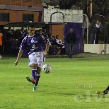 Renso Pérez jugó su segundo partido como titular en Villa Dálmine
