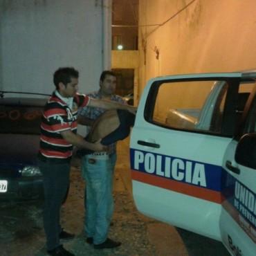 Lo detuvieron tras robar elementos de vehículos estacionados