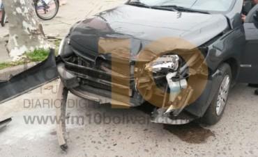 Dos conductores a bordo de sendos vehículos, protagonizaron una leve colisión