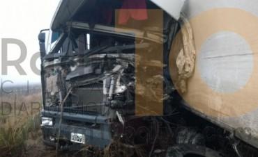 Ruta 65: Choque frontal de camiones dejó como saldo un muerto