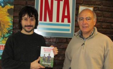 El autor del libro 'Las cosechas son ajenas', visitó Bolívar