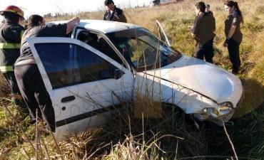 Urgente: Despiste y vuelco dejó a tres personas hospitalizadas
