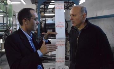 El intendente interino Pisano visitó la fábrica 'Plásticos Bolívar'
