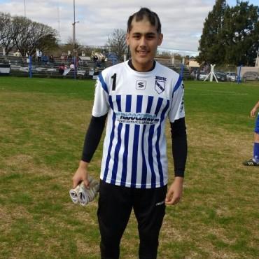 Fútbol: A los 17 años, debut en Primera