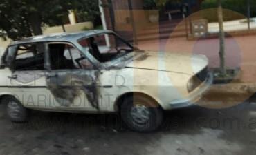 Este sábado: Se incendió un auto Y Bomberos tuvo actividad intensa