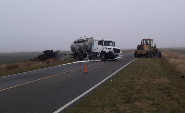 ACCIDENTE EN RUTA 86: Vuelco de un camión lechero y posterior accidente