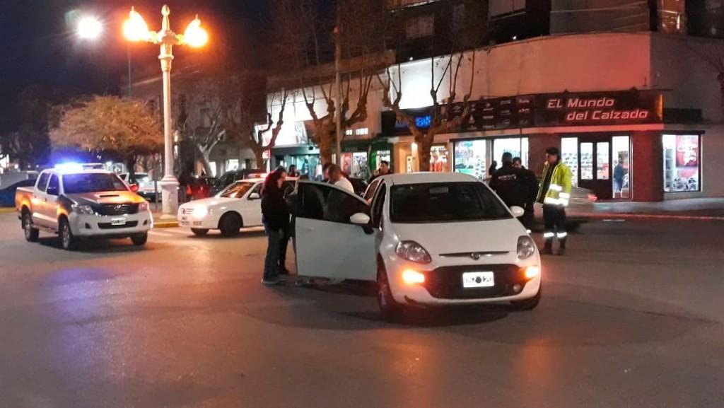 Colisión en San Martín y Dorrego: Una ciclista fue trasladada al hospital sin aparentes heridas de gravedad