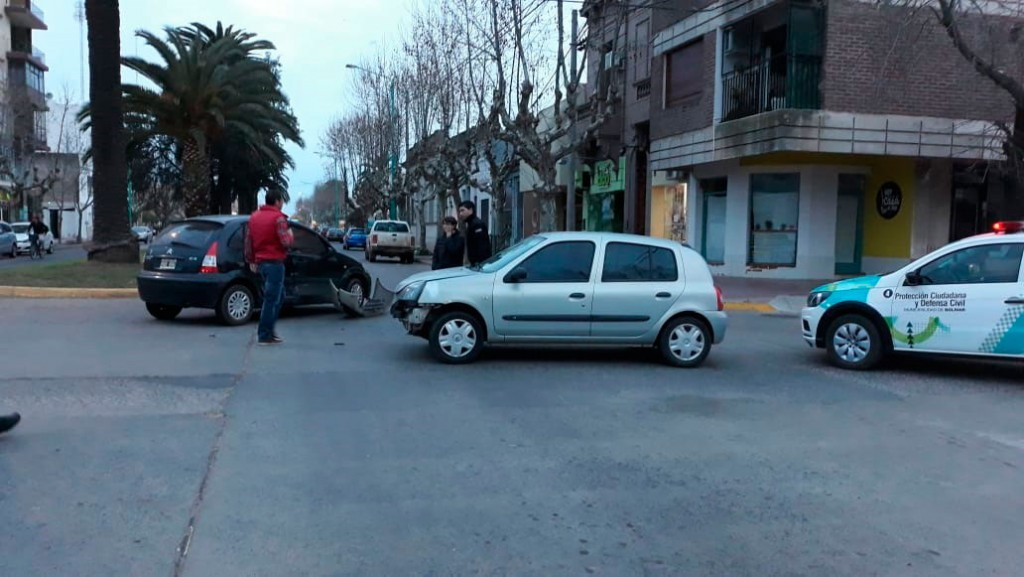 Impacto en San Martín y Olavarría: Ninguno de los conductores resulto herido
