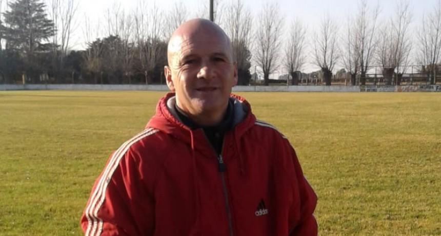 """Guillermo Panaro: """"Lo más difícil como entrenador es armar un 11 dejando afuera jugadores que también están muy bien"""""""