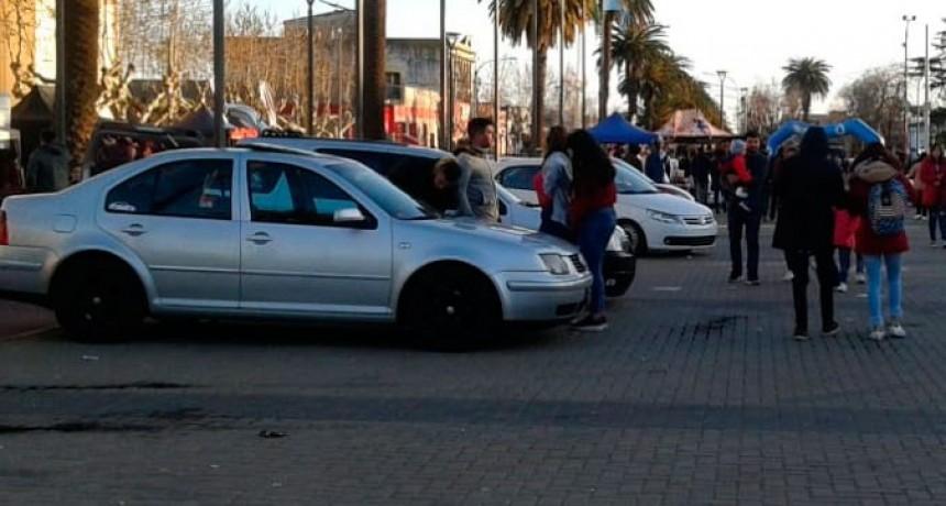 El primer Bolívar Car Show motorizo el Centro Cívico