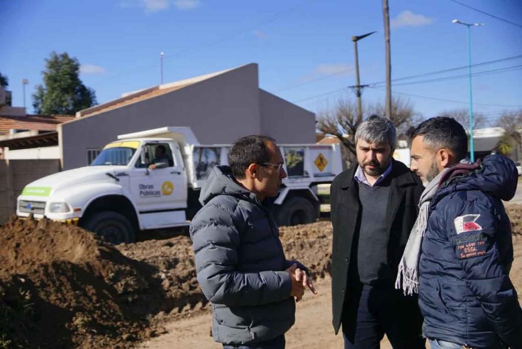 Obras Publicas: Marcos Pisano recorrió los trabajos de pavimentación de Barrio Anteo Gasparri