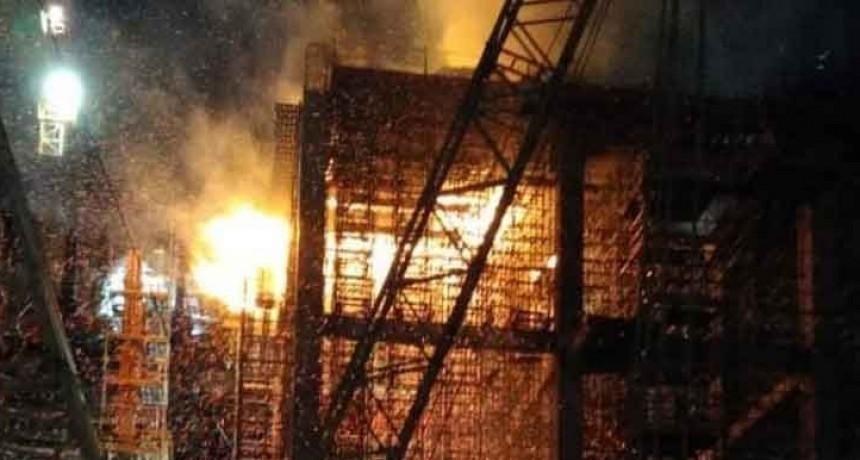Olavarría: Voraz incendio en planta L'Amalí: bomberos trabajaron más de 8 horas