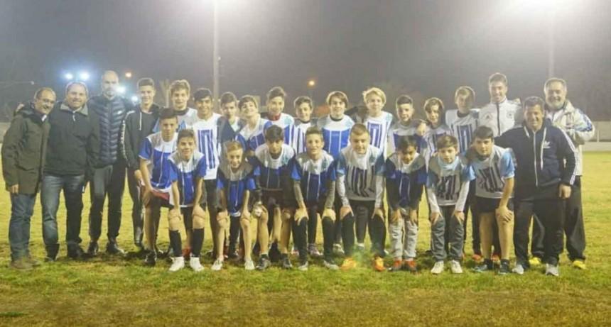 El Intendente Pisano junto a la selección sub-13 de Bolívar