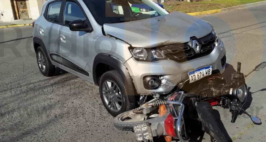 Accidente en Avenida Belgrano y calle Avellaneda; un masculino fue trasladado al hospital