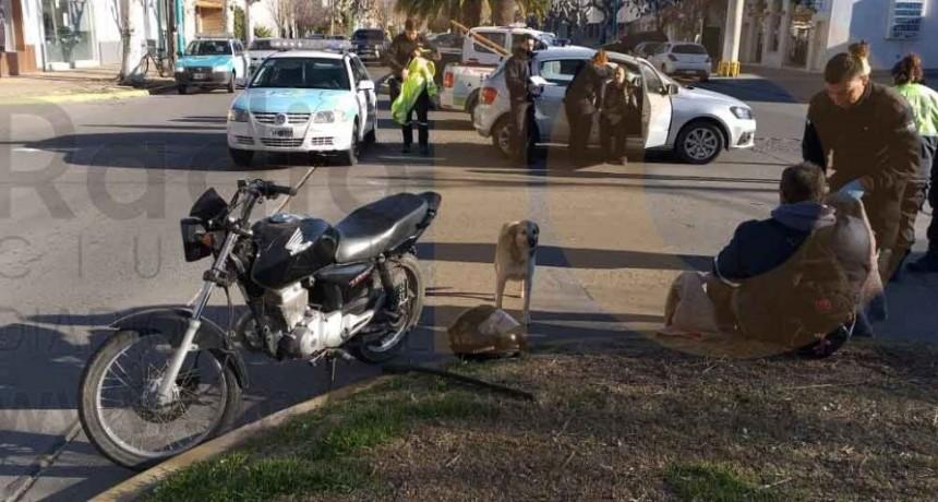Un motociclista fue hospitalizado por precaución tras protagonizar un accidente en pleno centro de la ciudad