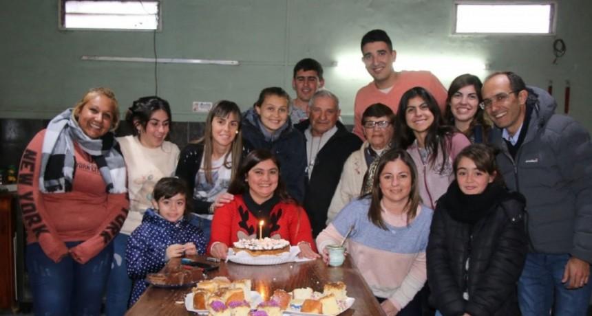 El intendente Pisano acompañó a Romina Mendoza en el día de su cumpleaños