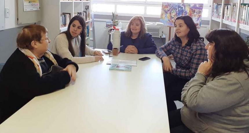 La Municipalidad donó libros a la Biblioteca Alcira Cabrera