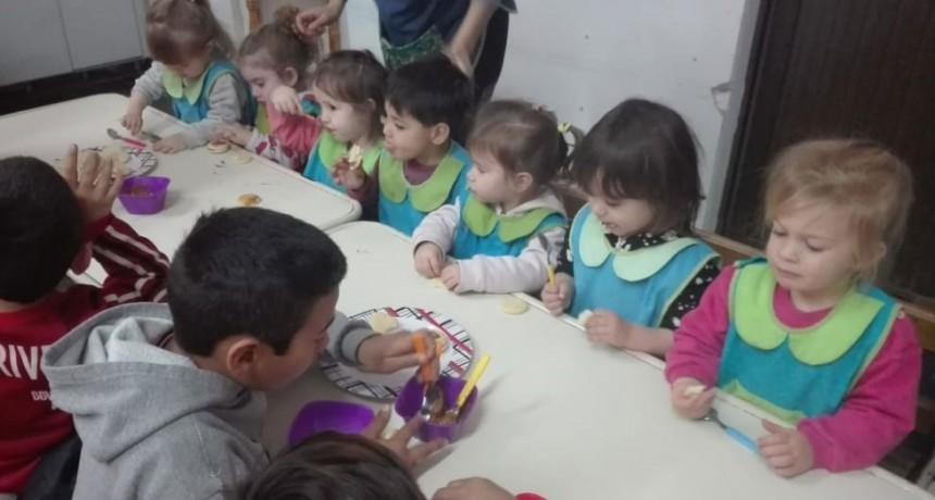 Los CAI visitaron el Jardín Maternal Municipal El Reino del Revés
