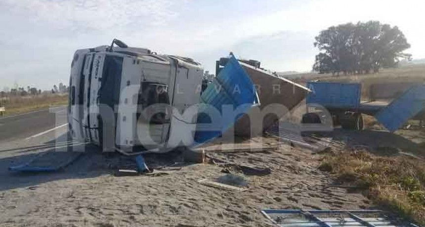 Camionero hinojense volcó en la Ruta provincial 51