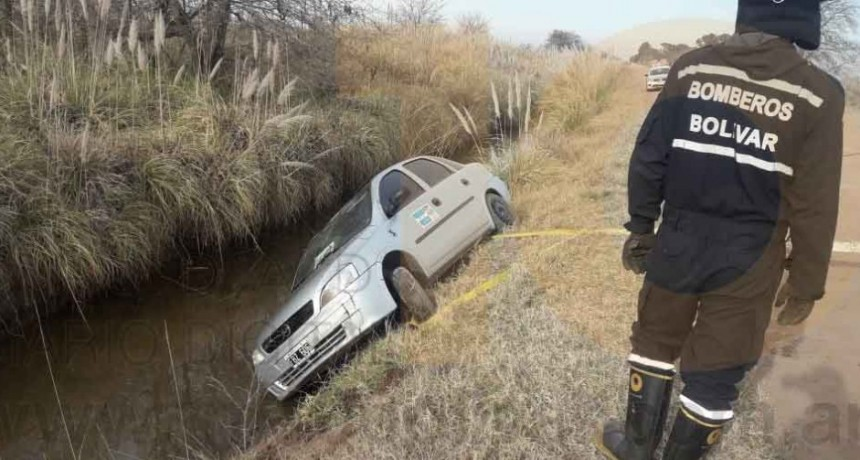Vuelco en camino vecinal a Ibarra; Sin heridos