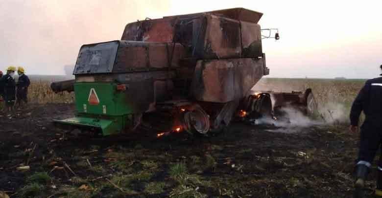 Un incendio arrasó con una cosechadora en Guanaco