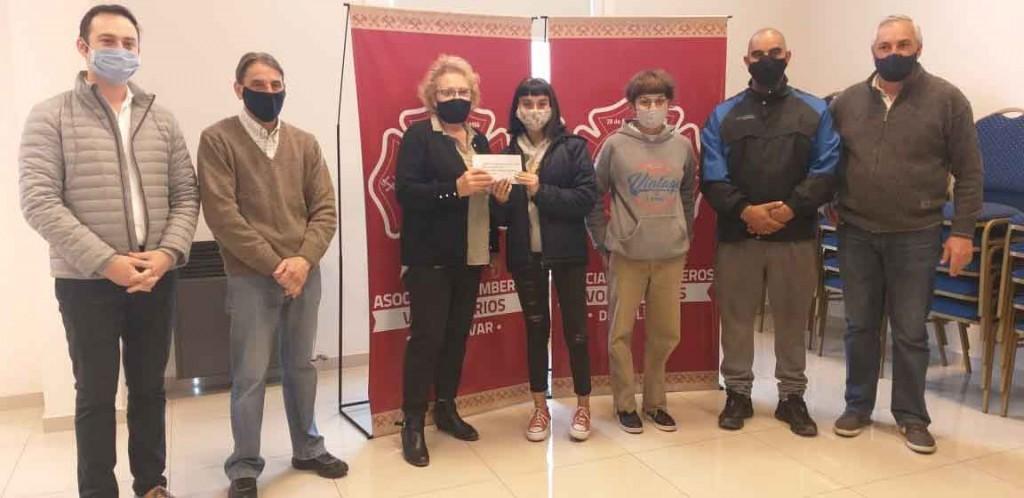 Bomberos entregó el premio a los ganadores del sorteo por pago contado