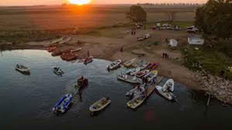 Dos pescadores de Beruti perdieron el control de su lancha: uno está desaparecido y el otro llegó a costa tras nadar varias horas