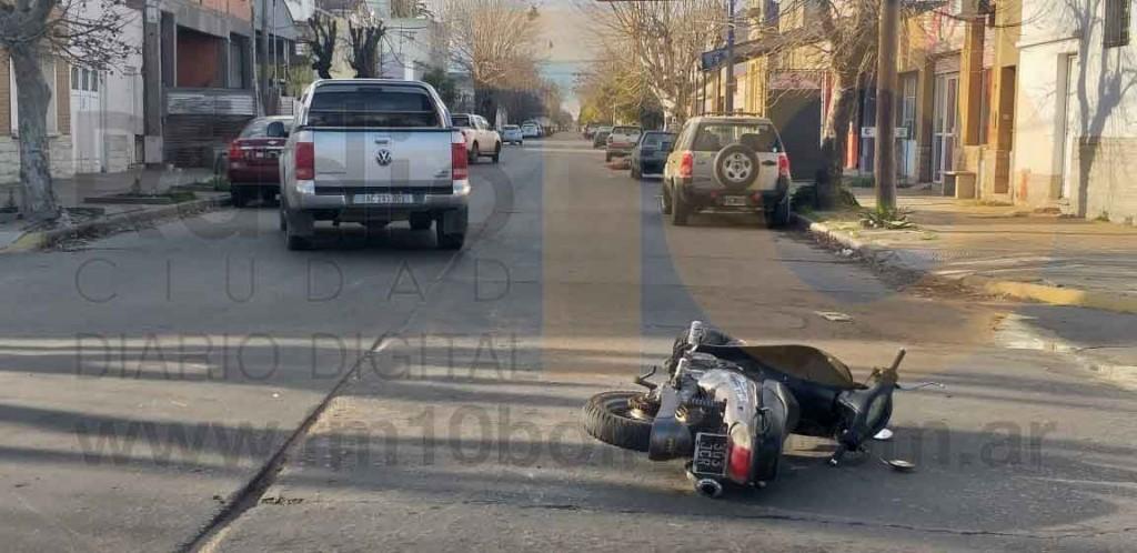 Una motociclista hospitalizada preventivamente tras un impacto