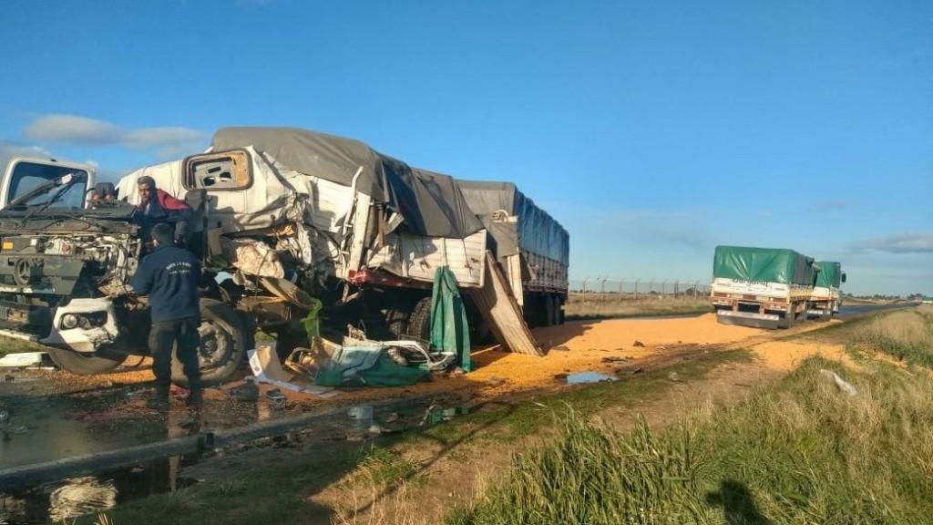 Un camionero de Bolívar fue hospitalizado a raíz de un choque frontal