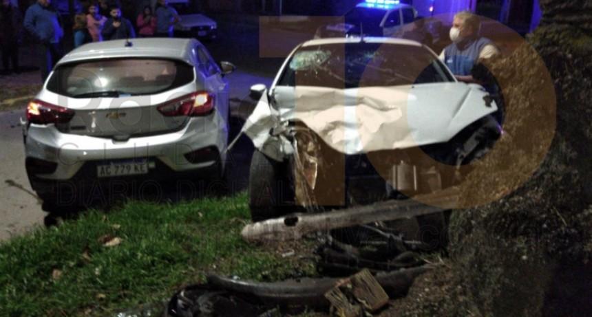 Violento impacto entre dos automóviles en la intersección de Avenida Venezuela y Paso