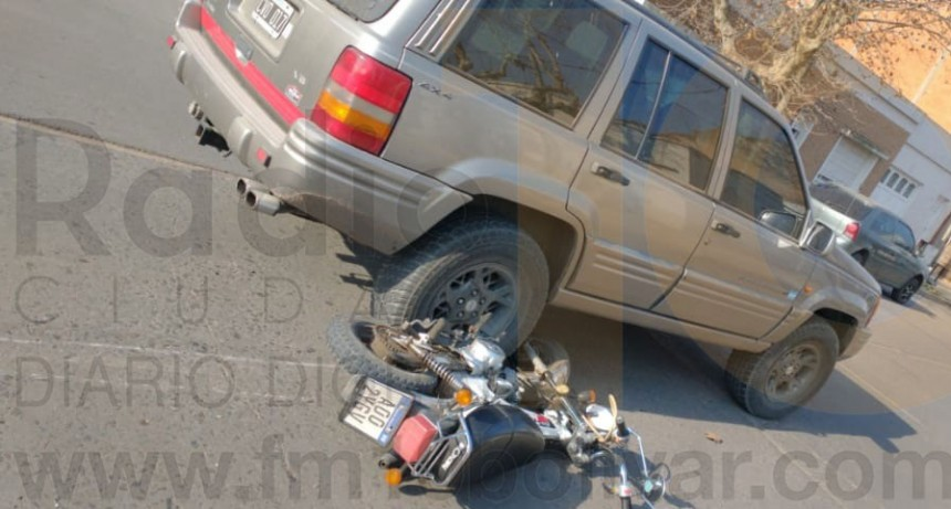 Motociclista hospitalizado por prevención tras un impacto