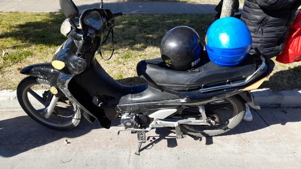 Un joven sufrió un accidente con un caballo y dos motociclistas cayeron por esquivar un perro