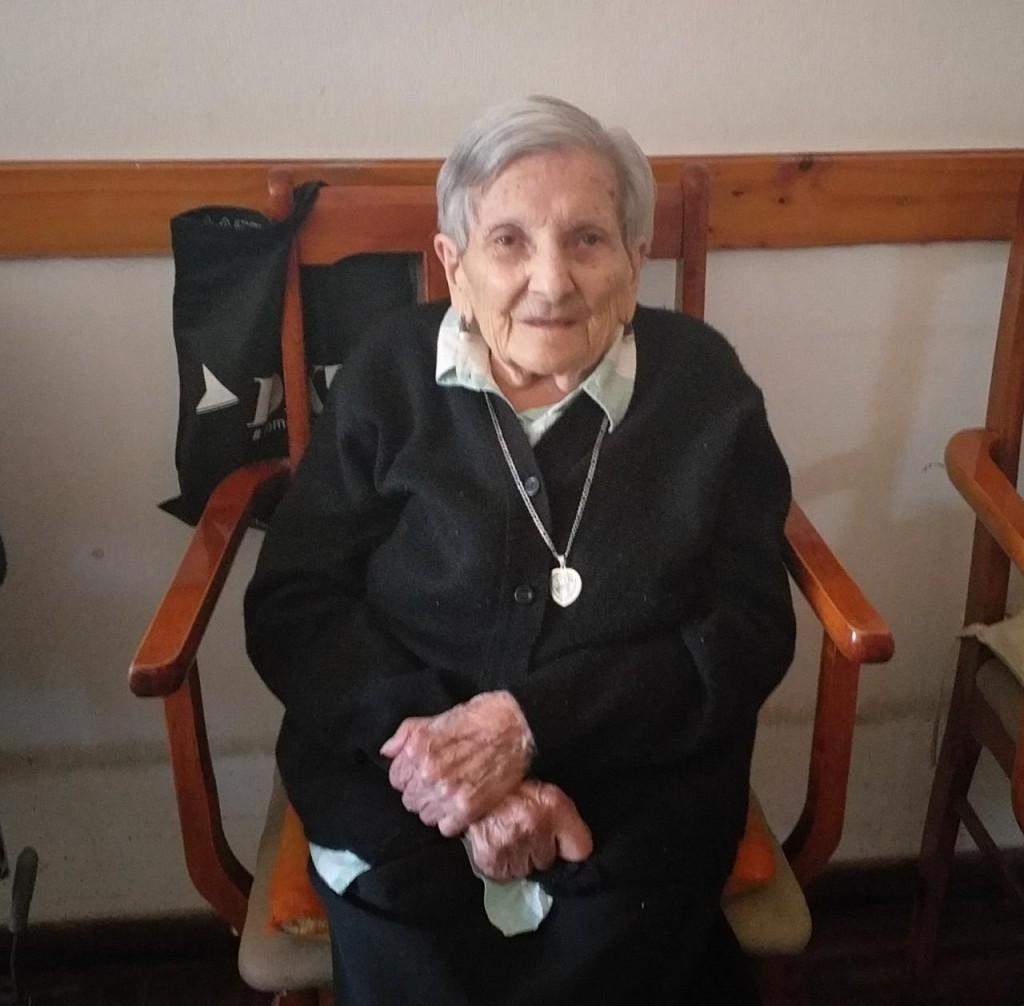 Tota Herrero cumplió 101 años y su deseo es que los demás puedan vivir con felicidad como ella siempre pudo hacerlo