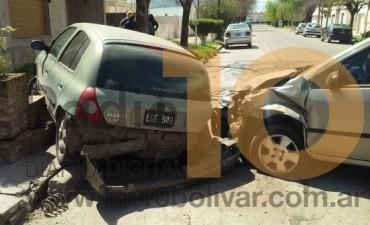 Ayer al mediodía: Impacto entre dos automóviles, en calle Olascoaga