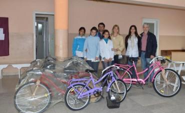 El municipio entregó bicicletas en distintas escuelas