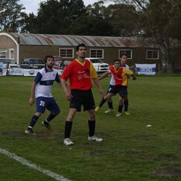 Fútbol Rural Recreativo: La 14 goleó a La 8  y ganaron los dos equipos de Urdampilleta