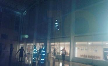 Bomberos Voluntarios: Principio de Incendio en el Club Ciudad de Bolívar