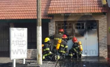 URGENTE: Encontraron una persona sin vida en un incendio total de vivienda