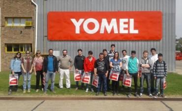 Alumnos de Ingeniería del CRUB visitaron una fábrica de maquinaria agrícola en 9 de Julio