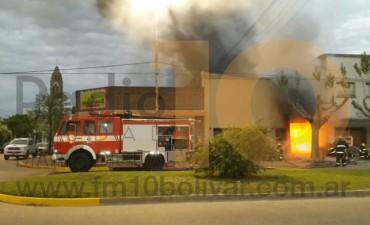 URGENTE: Importante incendio en un local de repuestos para motos