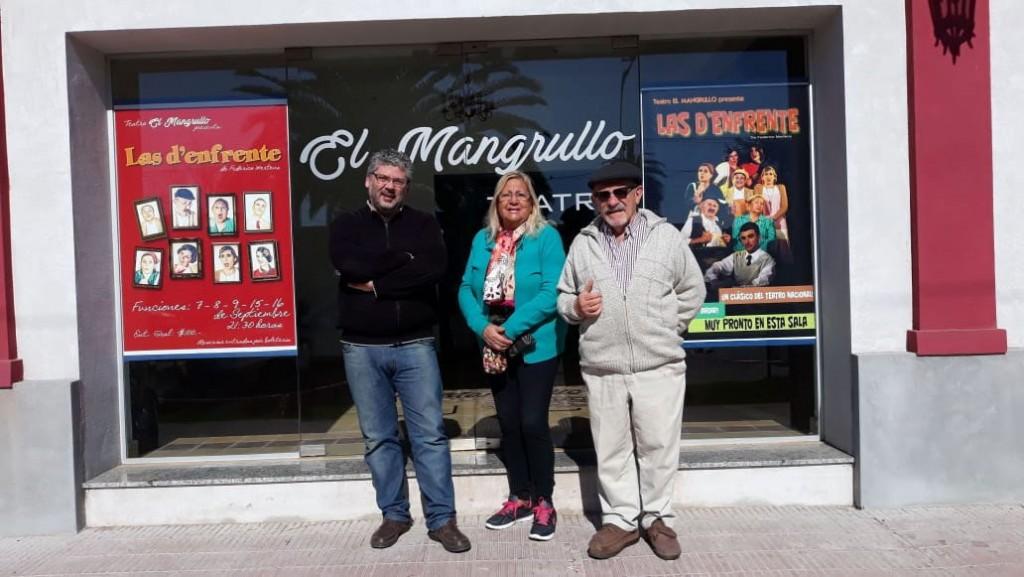 El mangrullo estrena Las D'enfrente actuando por primera vez en la nueva sala teatral