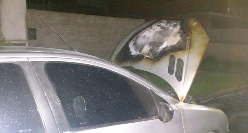 Se incendio un automóvil en calle Leiria y Laprida