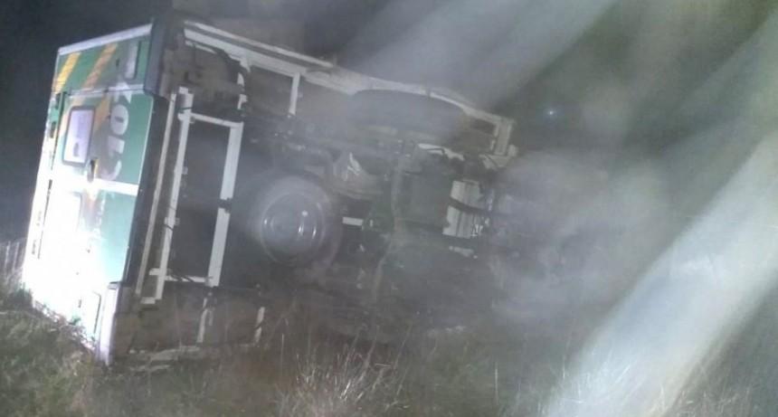 Volcó una ambulancia en acceso a Blanca Grande: un herido grave