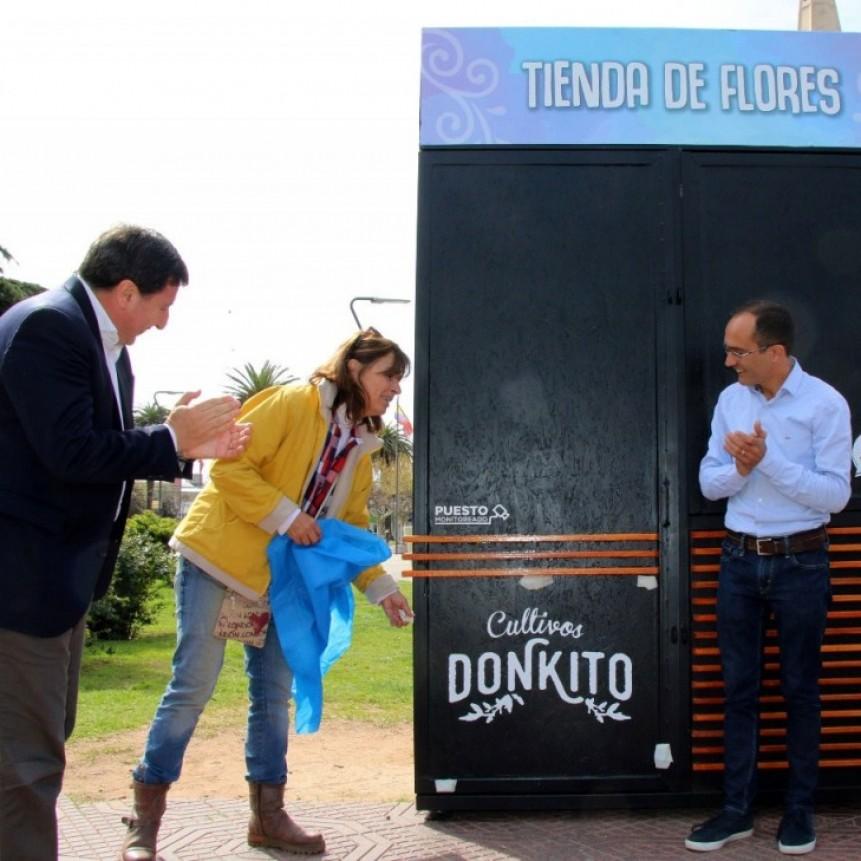 El intendente pisano inauguró una Tienda de Flores en el Centro Cívico