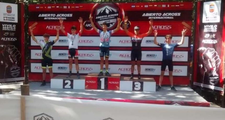 La Escuela Municipal de Ciclismo participó del Across Internacional de XCO