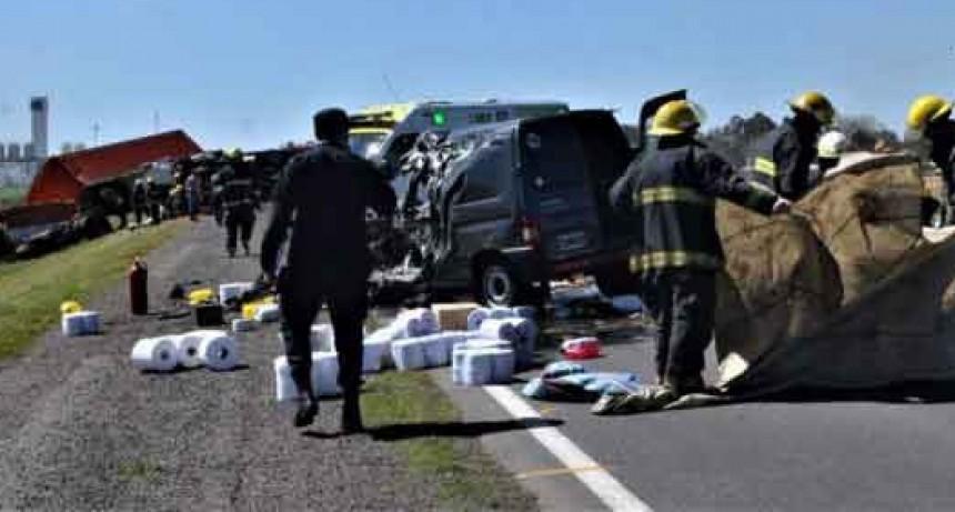 Chivilcoy: 'En múltiple accidente vial en ruta 5 falleció una mujer y un transportista de 9 de Julio'