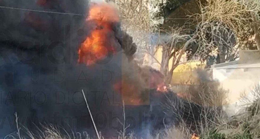 Impresionante incendio de cubiertas en inmediaciones a la rotonda de rutas 65 y 226